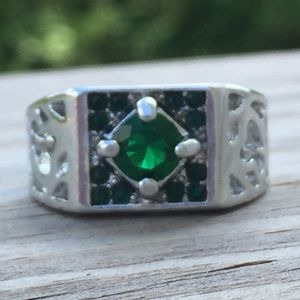 Other - Emerald Green CZ halo white gold fashion ring